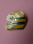 PIN' S    CASQUE  PILOTE    FORMULE 1  - AYRTON SENNA  -  Automobile, Formule 1    (53) - F1