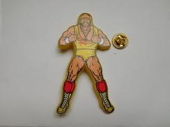 Big Pin's En Plastique , Catch , Terrance Gene Bollea, Plus Connu Sous Le Nom D' Hulk Hogan , Est Un Catcheur - Pin's