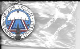 Rare Porte Clef Groupe Sécurité Présidence République En Métal Emaillé Neuf  Parachute Grenade 3 Couleurs - Porte-clefs