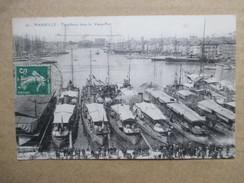 BOUCHES DU RHONE  13    MARSEILLE   - TORPILLEURS DANS LE  VIEUX PORT          ANIME   TRACE DE PLI HAUT G. - Oude Haven (Vieux Port), Saint Victor, De Panier