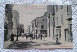 C P A --11----LA-NOUVELLE-------rue De La Mairie . - France