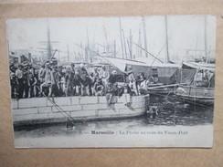 BOUCHES DU RHONE  13  MARSEILLE  -   LA PECHE AU COIN DU  VIEUX-PORT        TRES   ANIME   TTB - Oude Haven (Vieux Port), Saint Victor, De Panier