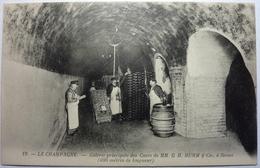 LE CHAMPAGNE - GALERIE PRINCIPALE DES CAVES DE MM . G . H . MUMM & Cie , à REIMS - Reims