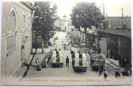 LE CHAMPAGNE - UNE COUR DE LA MAISON . G . H . MUMM & Cie , à REIMS - Reims