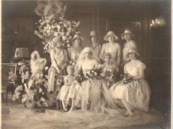 PHOTO DE FEMMES AVEC LA MARIEE - Anonymous Persons