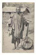 Afrique Occidentale / GUINEE / GRIOT SOUSSOU  ( Musicien Et Chasseur ) / Coll. FORTIER  N° 1317 - Guinée Française