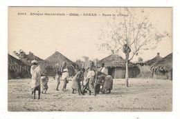 Afrique  Occidentale  /  SENEGAL  /  DAKAR  /  DANS  LE  VILLAGE  ( Broyage Du Mil ) / Coll. FORTIER  N° 2065 - Guinée Française