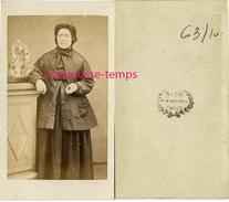 CDV Femme Modeste Vers 1860-près D'une Statue De La Vierge Surchargée-photo Sion à Paris - Fotos