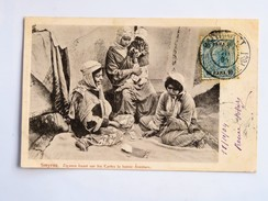 C.P.A. SMYRNE : Tziganes, Ziganes Lisant Sur Les Cartes La Bonne Aventure, Timbre 10 Para, 1904, TRES RARE - Turquie