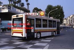 Reproduction Photographie D'un Bus CBM Passant Près D'une Station Service Shell à Nice En 1986 - Reproductions