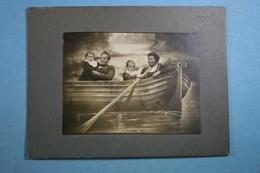Photo Montage ( 8 Cm X 6 Cm) Sur Carton - Personnes Anonymes