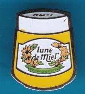 52532-Pin's.Miel Lune De Miel.abeille.. - Lebensmittel