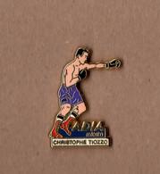 Pin's Adia Interim / Boxe - Boxeur Christophe Tiozzo (signé Courtois) Hauteur: 3,1 Cm - Boxing
