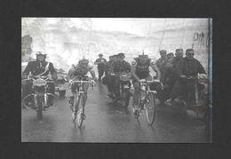 SPORTS - SPORT CYCLISME  VÉLO  SOUVENIR DU TOUR DE FRANCE AU COUDE À COUDE ANQUETIL ET POULIDOR - Cyclisme