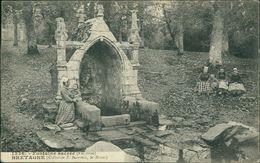 AK Fontaine Sacrée Finistère Bretagne, Um 1910 (24527) - Altri Comuni