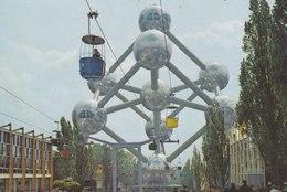 Bruxelles Expo 58 - L'Atomium, à Gauche Le Pavillon D'Egicarte. - Universal Exhibitions