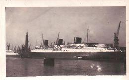 """Ancienne PHOTO Du Paquebot """" NORMANDIE """"a Quais  Dans Le Port Du HAVRE Dans La Lueur D'un Soir De 1935 - Boats"""