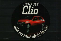 Autocollant  -   Auto  RENAULT  CLIO - Elle En Met Plein La Vie - Adesivi