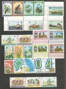 Année 1978  îles Tuvalu. 25 Val. + 1 B-F + 1 Carnet Neufs **  Côte 45,00 €. Deux Photos - Tuvalu