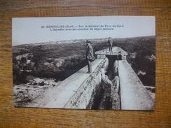 """Remoulins , Sur Le Sommet Du Pont Du Gard ,l'aqueduc Avec Ses Couches De Dépot Calcaire """""""" Carte Animée """""""" - Remoulins"""