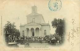 251017 - ILE DE LA REUNION - REUNION - COLONIES FRANCAISES - ST DENIS LA CATHEDRALE Sortie De La Messe Un Dimanche - Réunion