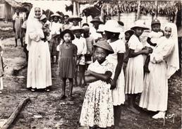 14 - CAEN - Institut Du Bon Sauveur  - Mission De FENERIVE-ESI (Madagascar)  Sœurs Missionnaires Et Enfants Malgaches - Caen