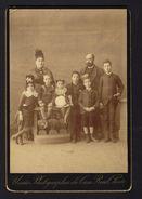 Fotografia Familia Portuguesa: Pais E 6 Filhos - União Photographia Da Casa Real - Praça De Santa Theresa 47 PORTO - Photos