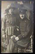 Carte Photo Couple Jolie Femme Avec Un Militaire, à Identifier ! - Couples