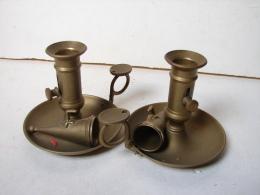 SMC. 62. Deux Chandeliers En Laiton Avec éteignoires - Coppers