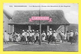CPA MADAGASCAR Les Makarelly Danse Des Boucliers Et Des Sagaies  ( Dos Simple Messagerie Maritimes ) - Madagascar