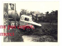 Photo Amateur Orgon, Route Nationale 7 / N7 - Camion Accidenté, Transports Coing, Grenoble, Platane, Pub Ozo - Automobiles
