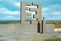CPM. SAINT-FLOUR . MONUMENT A GEORGES POMPIDOU . Sculteur : Etienne HAJDU  Architecte : J-pierre DUTHOIT . NON ECRITE - Saint Flour