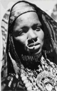 TCHAD - Sahara Oriental - Femme Touboue Parée De Ses Bijoux (anneau Dans Le Nez) - Cliché Bourdelon - Tchad