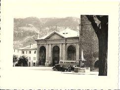 Photographie St-Jean De Maurienne  Eglise Et Très Vieux Véhicules - Saint Jean De Maurienne