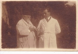 HOMBRES/MEN/HOMMES, CONEJO/RABBIT/LAPIN VACUNA/VACCINE JERINGA/SERINGUE/SYRINGE CIRCA 1920S.10X15CM APROX - BLEUP - Anonymous Persons