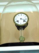 SUPERBE HORLOGE SOUS GLOBE - Horloges