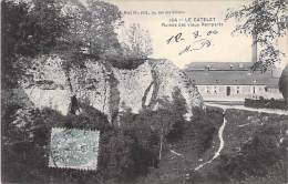 02 - LE CATELET ( INDUSTRIE Usine ) USINE Face Aux Ruines Des Vieux Remparts - CPA - Entreprise Fabrik Fabriek - Aisne - France