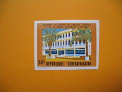 Timbre Non Dentelé  N° 176  Bâtiments Du Centre Des Chèques Postaux Et De La Caisse Nationale D'épargne 1972 - Central African Republic
