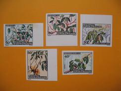 Timbre Non Dentelé  N° 191 à 195  Fleurs  1973 - Central African Republic