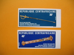 Timbre Non Dentelé  N° 237 Et 238  Epée Et Bâton De Maréchal Du Président Bokassa  1975 - Central African Republic