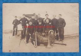 CPA Photo - Camp à Situer - Portrait De Militaire Du 12e Ou 120e Régiment - Fanfare Musique Contrebasse Saxophone Tuba - Militaria