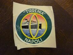Italie Italia étiquette Pub Collée Sur Carton Paquebot Naval Tirrenia Napoli Abîmée En L'état - Advertising