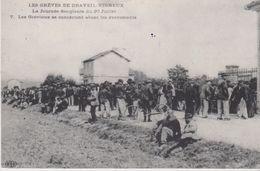 REPRODUCTION . Les GREVES De DRAVEIL - VIGNEUX (91) Journée Sanglante Du 30/07. Les Grévistes Se Concertent - Grèves