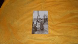 CARTE POSTALE ANCIENNE CIRCULEE DE 1908. / SCENE FEMME ENFANT UN AU REVOIR / N°1888 / CACHETS. - Mujeres