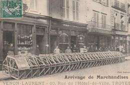 ARRIVAGE DE MARCHANDISES CHEZ VENON-LAURENT, 60 RUE DE L'HOTEL DE VILLE, TROYES -SUPERBE CARTE TRES TRES ANIMEE - 2 SCAN - Troyes