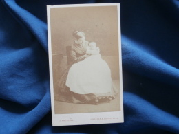 Photo CDV J. Andrews Swansea - Victorian Woman And Baby, Femme Avec Bébé Circa 1870 L334 - Old (before 1900)