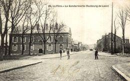 02 CPA De LA FERE - La Gendarmerie ( Faubourg De Laon ) - Otros Municipios