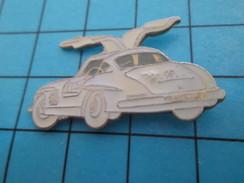 Pin713f Pin's Pins : BEAU ET RARE : AUTOMOBILES / MERCEDES ANNEES 50/60 BLANCHE A PORTIERES PAPILLON - Mercedes