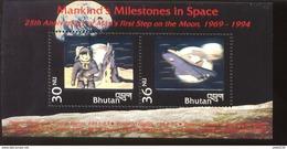 BHUTAN   1101  MINT NEVER HINGED MINI SHEET OF SPACE ; MOON LANDING ; HOLOGRAM ( - Space