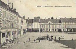 3253 CPA La Ferté Gaucher - La Place De L'Hôtel De Ville - La Ferte Gaucher